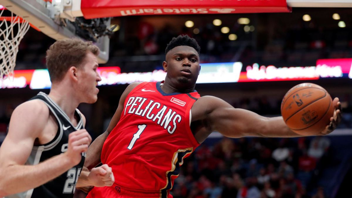 New Orleans Pelicans forward Zion Williamson (1) pulls in a rebound against San Antonio Spurs center Jakob Poeltl (25) in the second half of an NBA basketball game in New Orleans, Wednesday, Jan. 22, 2020. The Spurs won 121-117. | Source: AP Photo / Gerald Herbert