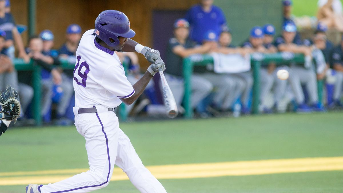 Daunte Stuart drove in the game-winning runs with a bases-clearing double Friday night.