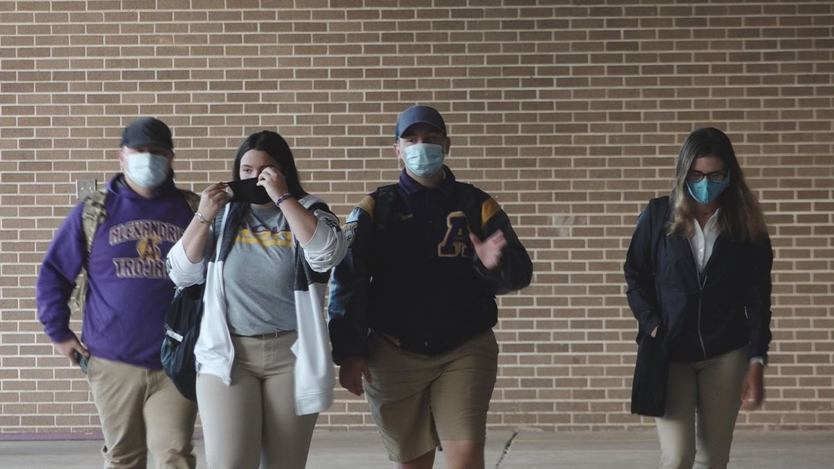 Students at Alexandria Senior High School for the first day of class in Fall 2020.