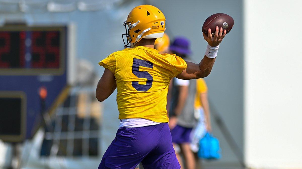 LSU quarterback Garrett Nussmeier (5)
