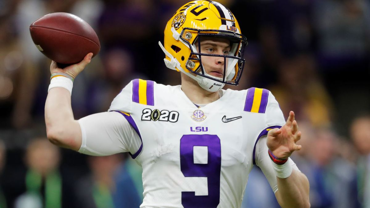 LSU quarterback Joe Burrow passes against Clemson during the second half of the NCAA College Football Playoff national championship game Monday, Jan. 13, 2020, in New Orleans. | Source: AP Photo / Gerald Herbert