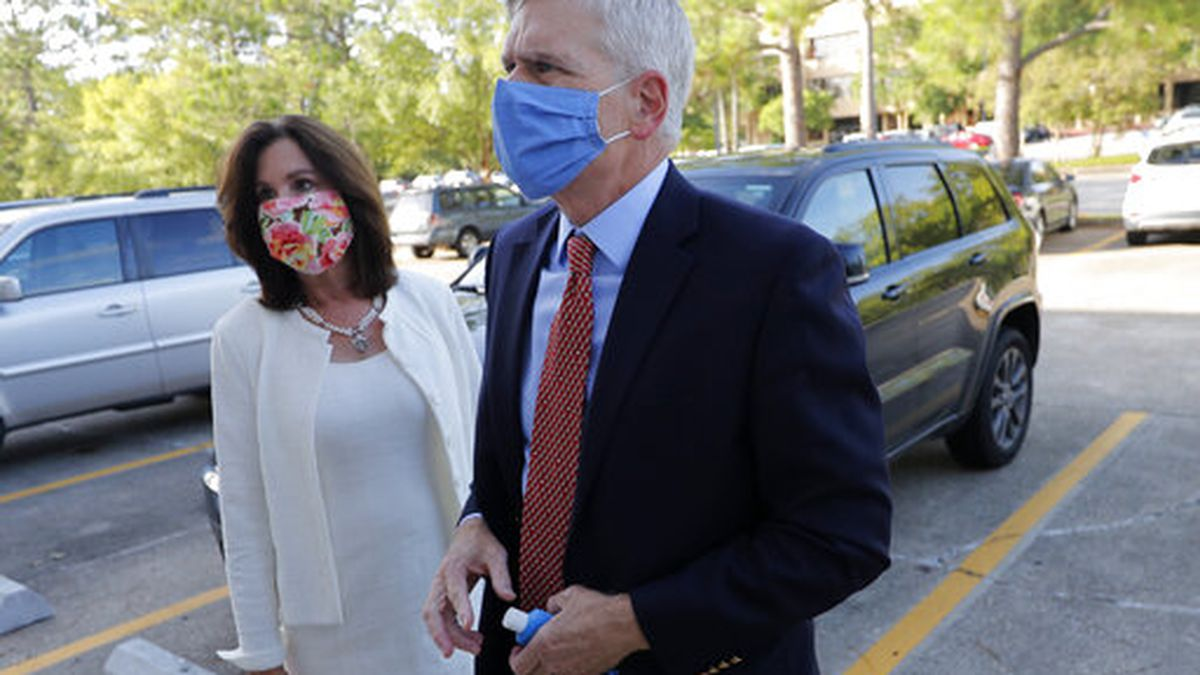 Sen. Bill Cassidy, R-La., arrives with his wife Laura at the office of the Secretary of State...
