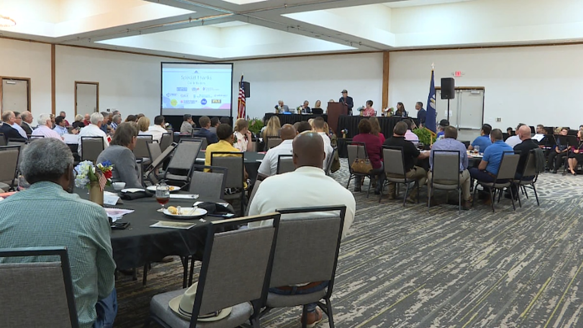 Local businesses honored Central Louisiana veterans at a luncheon Wednesday at the Holiday Inn in downtown Alexandria.<br />(KALB)