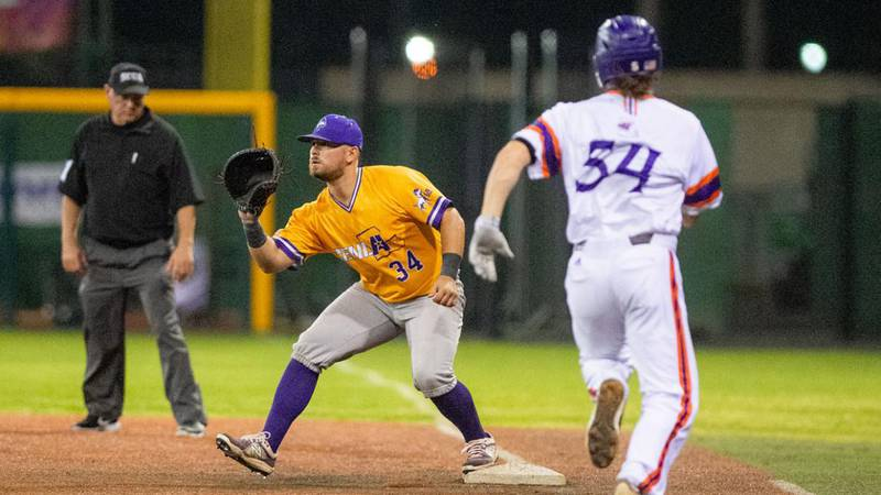 LSUA (23-20) dropped two straight following its four-game sweep of Jarvis Christian on Sunday...