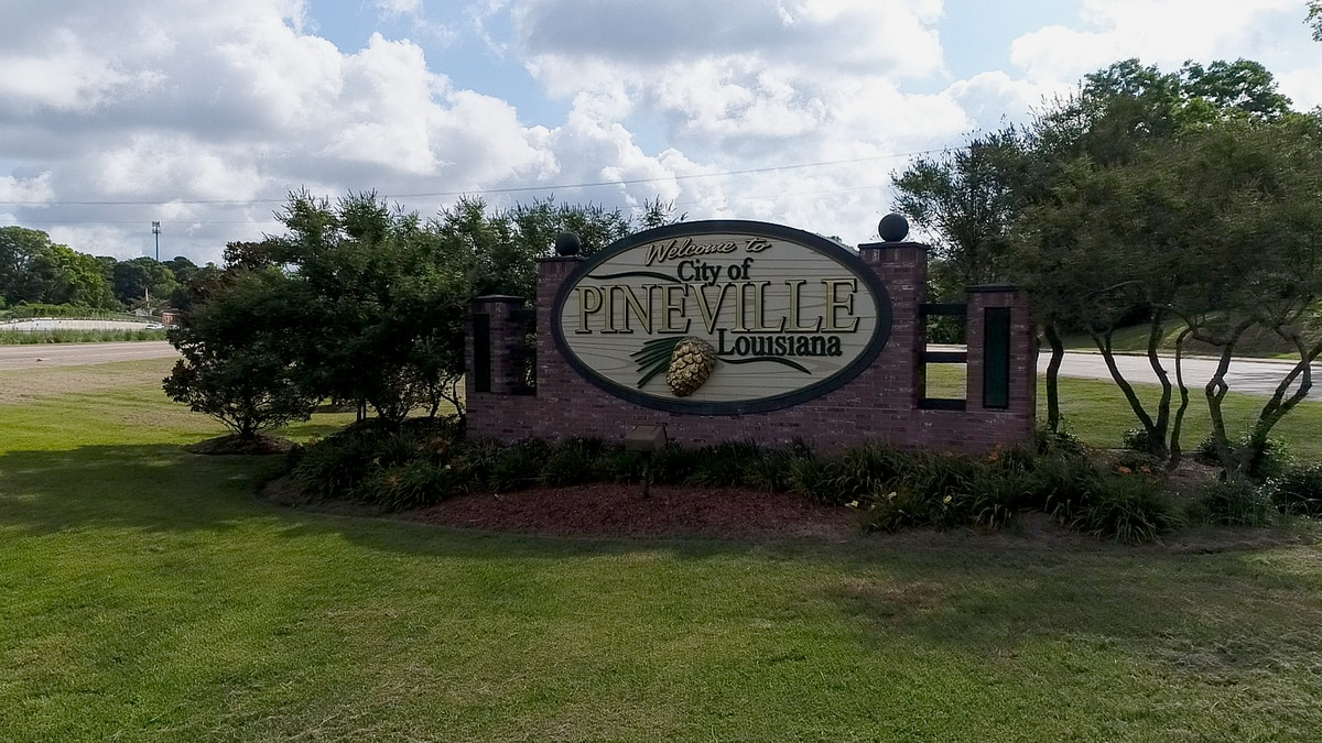 Welcome sign in Pineville, La.