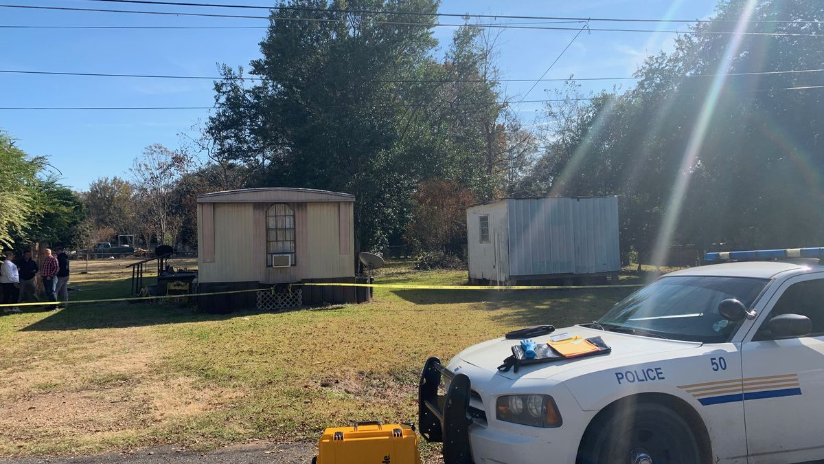 The scene on Willow Drive in Cottonport where a woman's body was found Sunday. (Credit: KALB/Corey Howard)