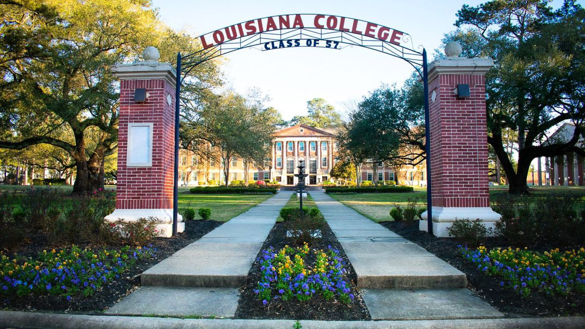 Louisiana College front entrance