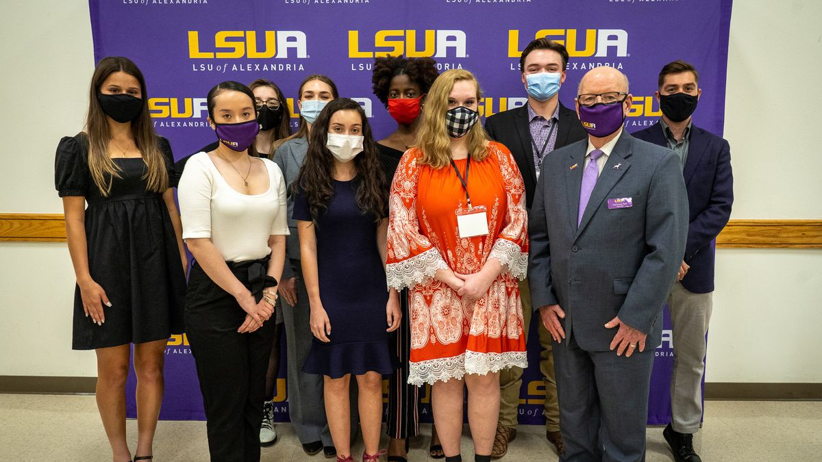 Mulder Scholar finalists with LSUA Chancellor Dr. Paul Coreil