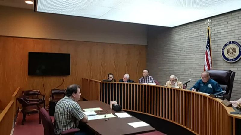 Certified Public Accountant Royce Scimemi discusses audit findings with Oakdale City Council.