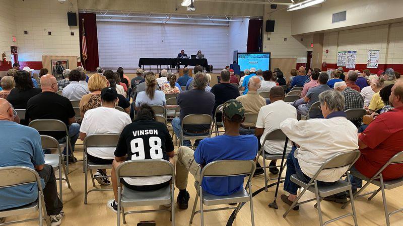LDEQ discusses updates on health hazards at Dresser plant with the public.