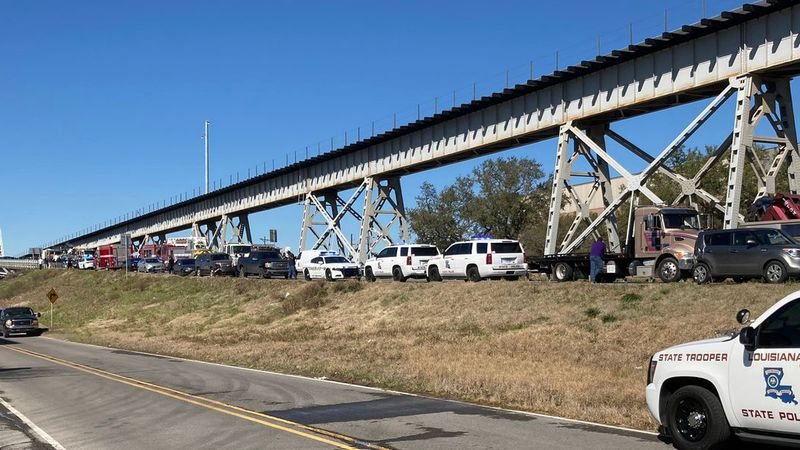 "Louisiana State Police Troopers are investigating a crash on the US 190 ""old"" Mississippi River..."