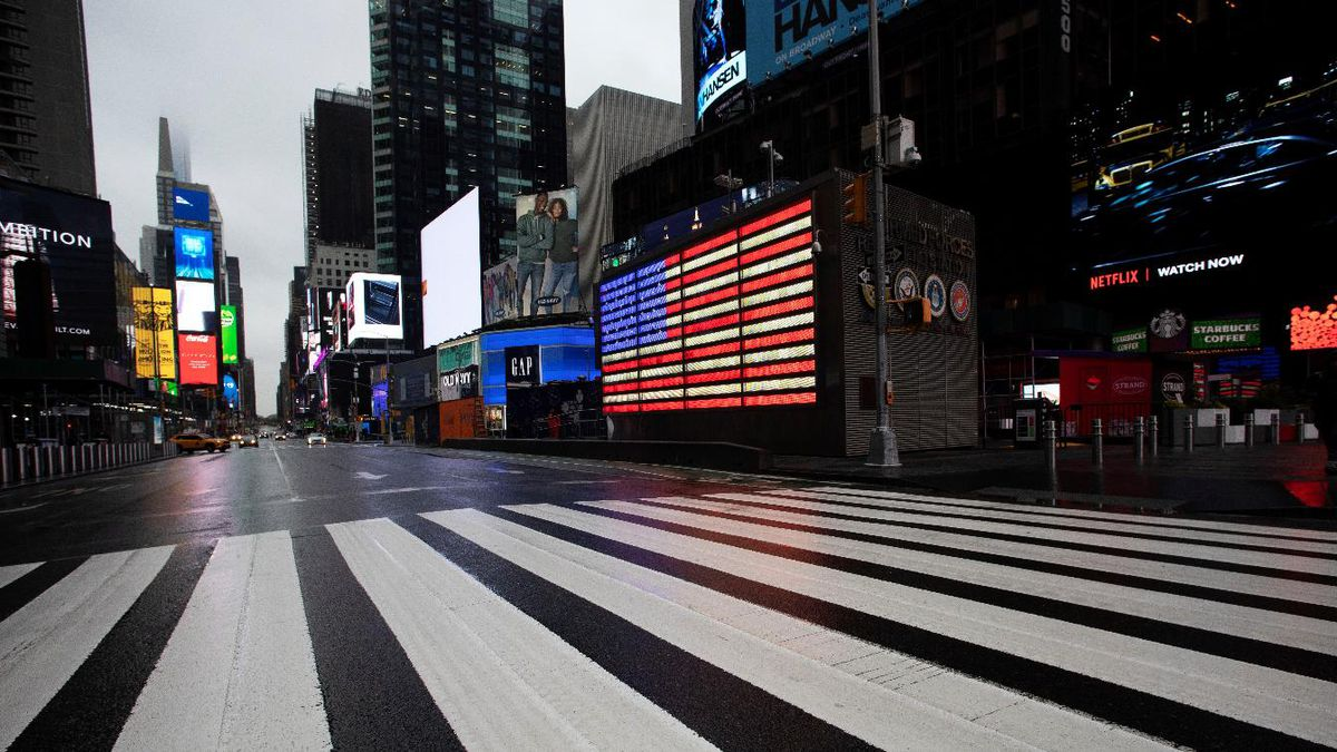 Times Square, which is usually very crowded on a weekday morning, is mostly empty Monday, March 23, 2020, in New York. Gov. Andrew Cuomo has ordered most New Yorkers to stay home from work to slow the coronavirus pandemic. | Source: AP Photo / Mark Lennihan