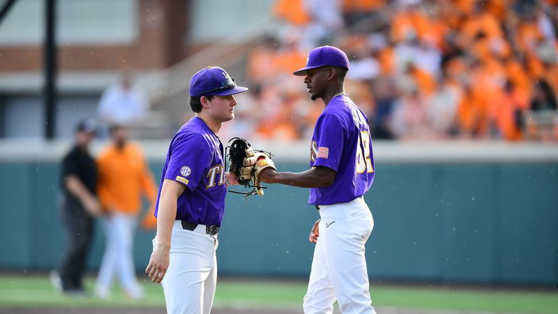 Tigers fall to Volunteers 4-2 in game one of the Supers