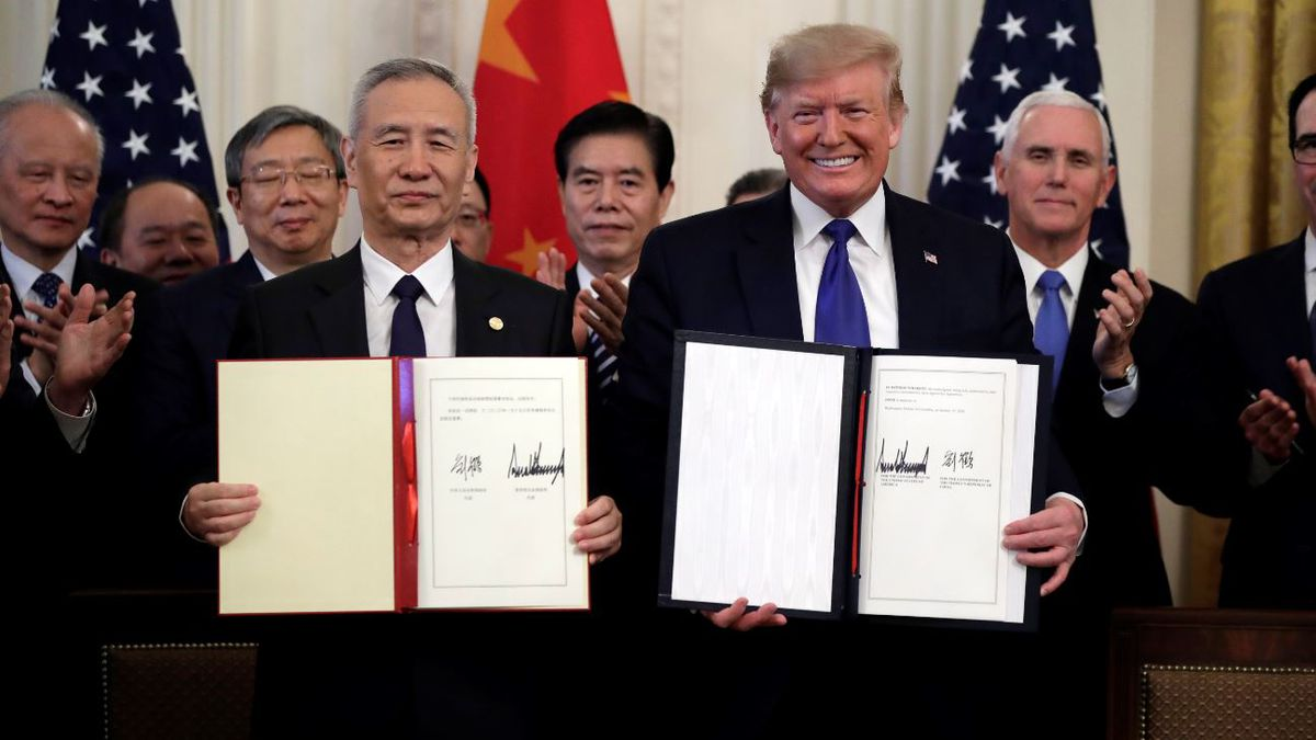 President Donald Trump signs a trade agreement with Chinese Vice Premier Liu He, in the East Room of the White House, Wednesday, Jan. 15, 2020, in Washington. | Source: AP Photo / Evan Vucci
