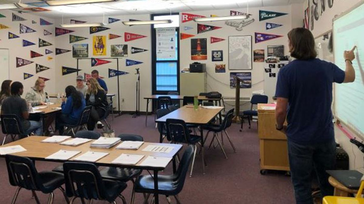 An instructor leads an Advanced Placement study session for AP students from Beauregard Parish and Vernon Parish schools. | Photo by VPSB.