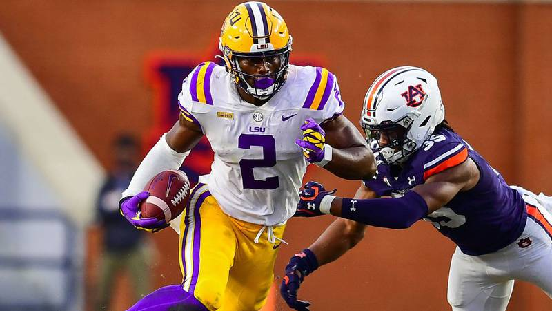 LSU tight end Arik Gilbert (2) during the second half of a game against the Auburn Tigers at...