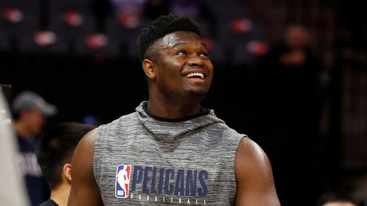 In this Saturday, Jan, 4, 2020, photo, New Orleans Pelicans rookie Zion Williamson looks up during a workout before the Pelicans played the Sacramento Kings in an NBA basketball game in Sacramento, Calif. | Source: AP Photo / Rich Pedroncelli