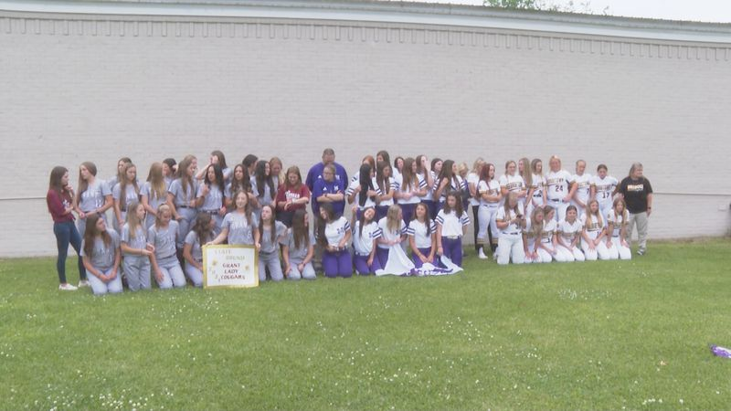 Montgomery, Grant and Georgetown softball teams take photos before traveling to Sulphur.