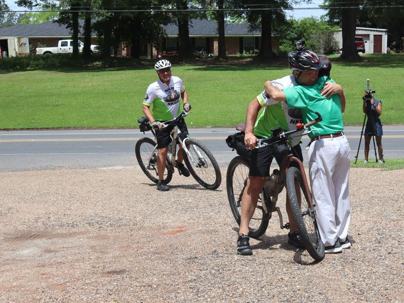 A kidney donor biked from Wisconsin to Natchitoches to raise awareness.