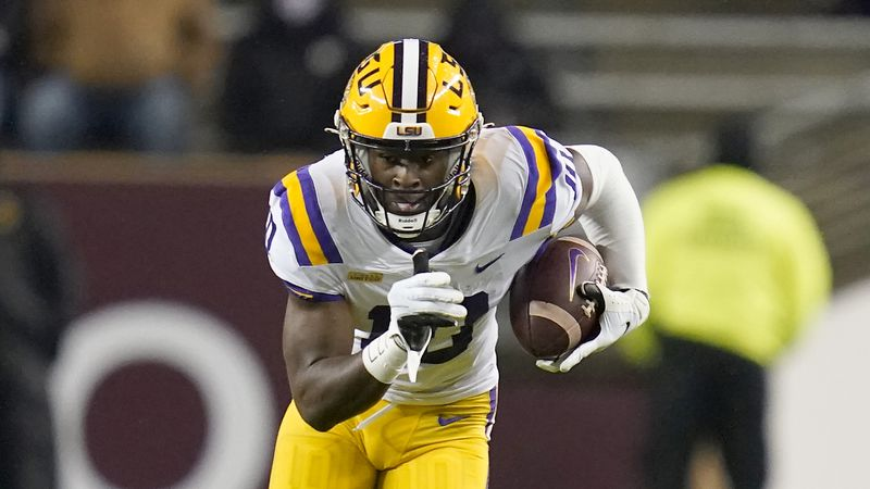 LSU wide receiver Jaray Jenkins (10) runs after a catch against Texas A&M during the first half...